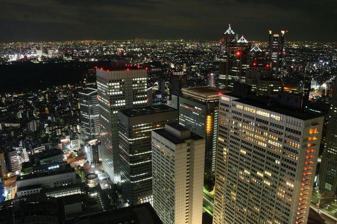 無料の高層ビル街の中で、唯一新宿駅周辺を見ることができる、新宿センタービル
