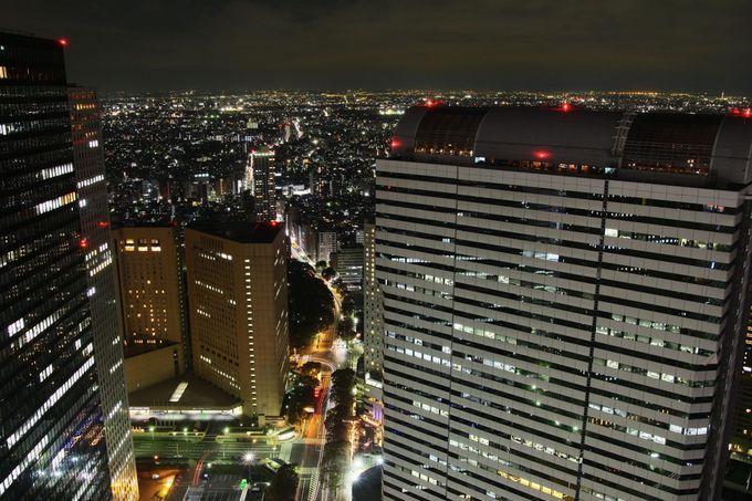 中野方面の夜景がダイヤの箱をひっくり返したかのような夜景が魅力の、新宿野村ビル