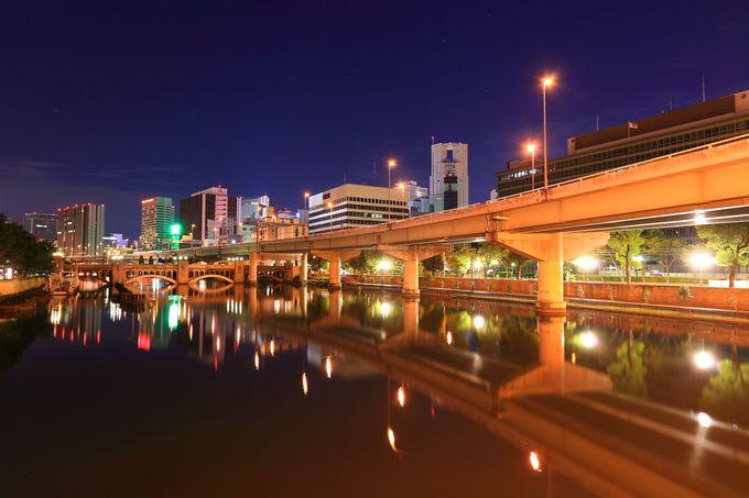 阪神高速環状線と川に反射するビル群がとても綺麗な鉾流橋からの夜景