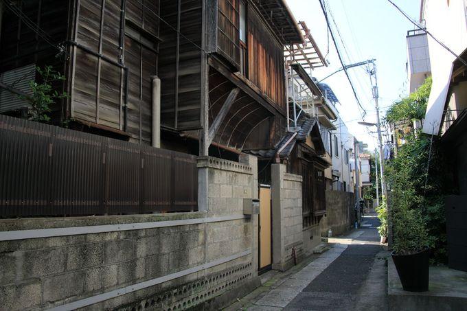 白山神社周辺の街並みは下町色の濃いエリア
