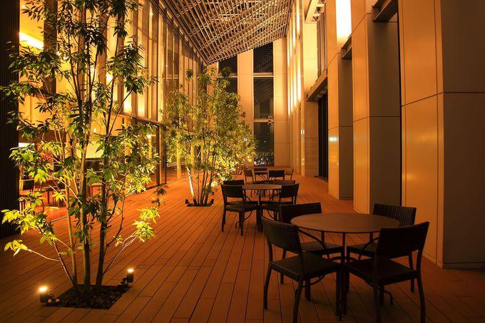 展望フロアーにはレストランがあり食事をしながら夜景観賞が可能!