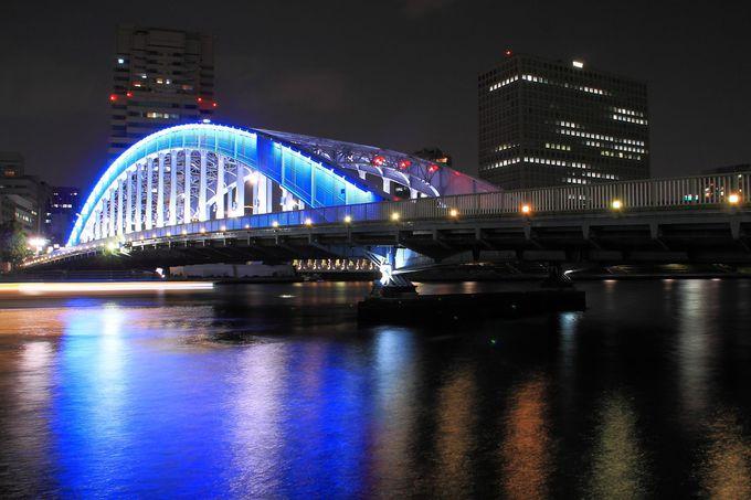 下町の象徴とも言えるブルーのライトアップ橋「永代橋」
