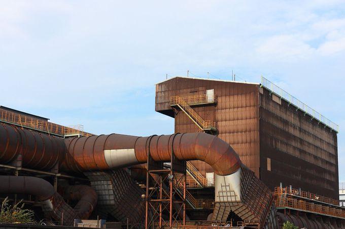 ビッグサイズのダクトの入り組みは圧巻!日本冶金工場