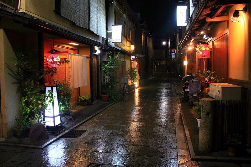 和の静寂空間は小路にあった!京都の祇園「花見小路」界隈