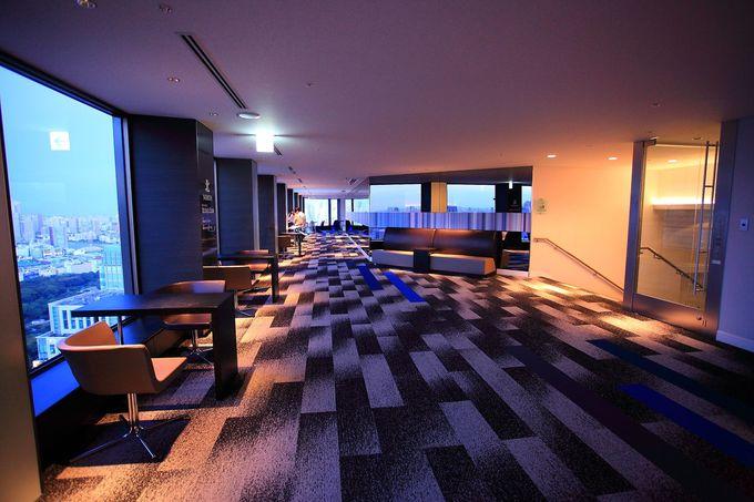 展望フロアーはまるで高級ホテルの廊下のよう!