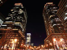 都心の絶景!クリスマスを迎える「丸の内仲通り」のイルミはシャンパンカラー一色!|東京都|トラベルjp<たびねす>