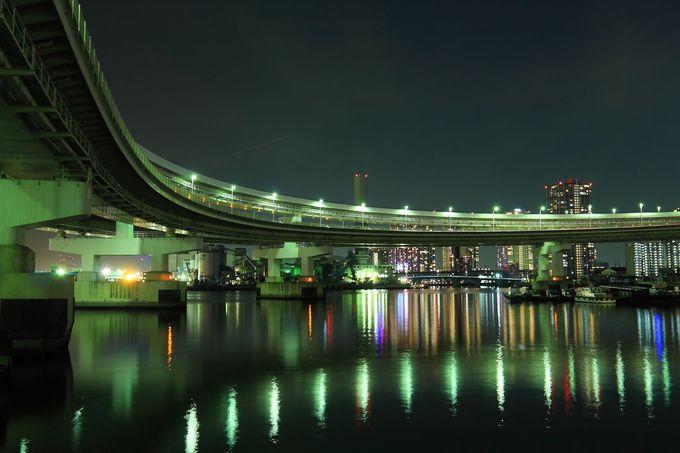 レインボーブリッジのらせん道路と合わせて水辺夜景を望む!
