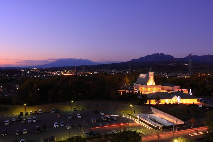 日没後の八ヶ岳方面の夜景は大自然を思わせるかのよう!