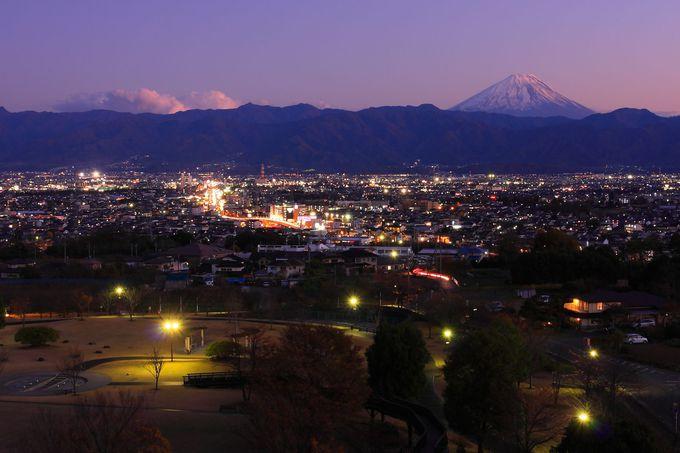 「赤坂台総合公園」の園内と富士山方面の夕景