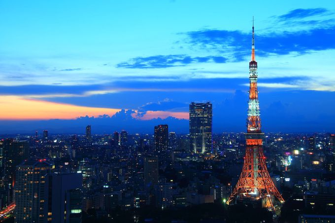 太陽が沈む西側には東京タワーと六本木ヒルズの共演が!
