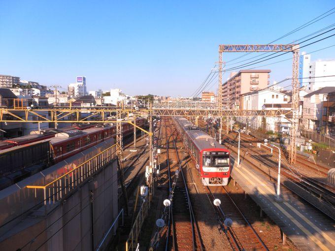 駅構内の南北を結ぶ跨線橋からの眺めもオススメ!