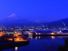 富士山と工場夜景を一望!静岡県「富士と港が見える公園」|静岡県|トラベルjp<たびねす>