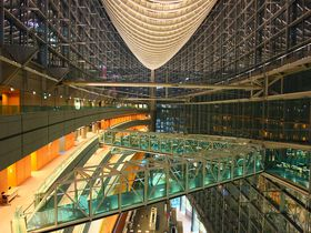 都会的な景色を静かな場所で眺めよう!「東京国際フォーラム」ガラス棟|東京都|トラベルjp<たびねす>