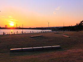 潮風を浴びながら夕焼けと工場夜景を観賞!川崎「東扇島西公園」|神奈川県|トラベルjp<たびねす>