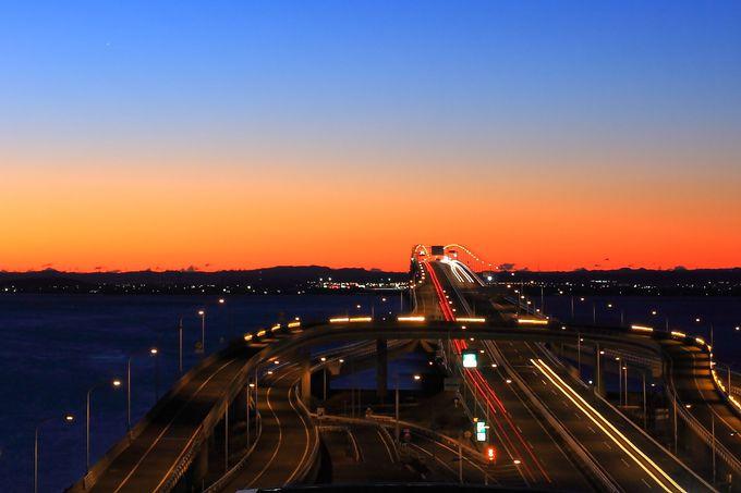 早起きは三文の得!「海ほたるPA」から見る美しすぎる朝焼け