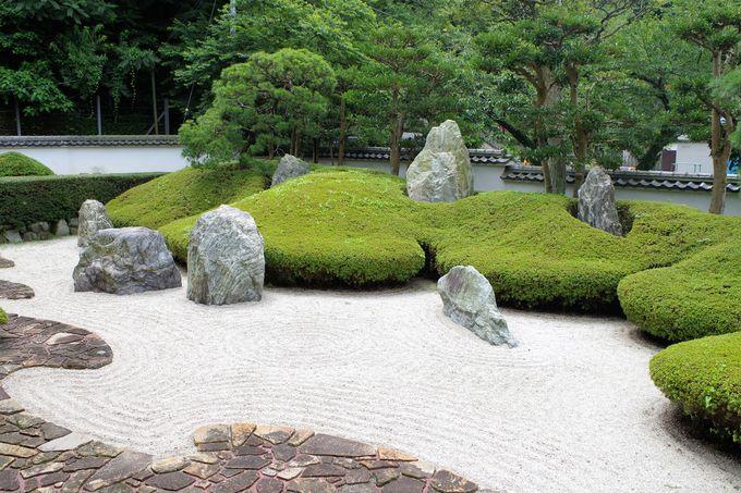 じっくりと意味を考えたい「三尊五祖の石庭」