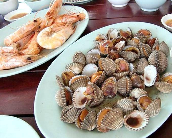 プリプリのゆでエビと蒸し赤貝