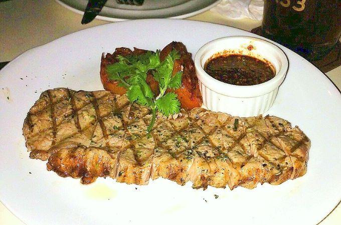 タイ風ソースで食べるボリューム満点!やわらかステーキ