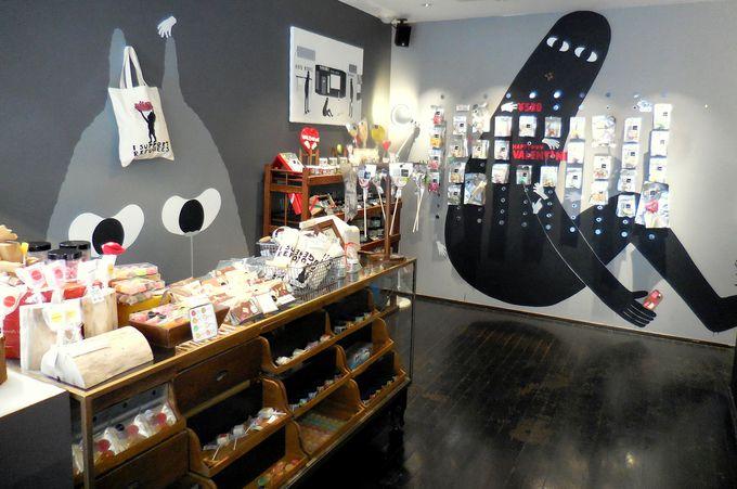 デザイン性の高いシックな店内に色鮮やかなキャンディーがズラリ!