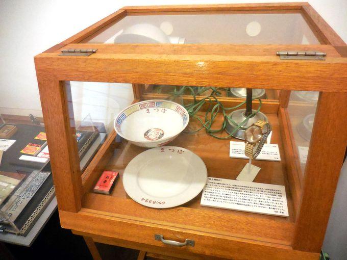当時の「松葉」のどんぶりとお皿は「豊島区トキワ荘通りお休み処」に展示中