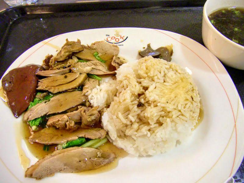 1.煮込みアヒル肉のせご飯「カオ・ペッド・パロー」