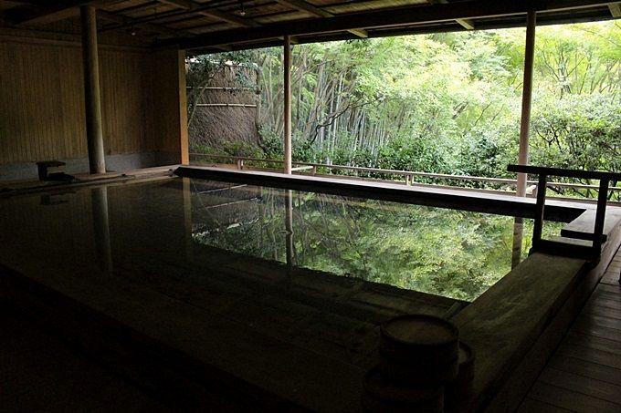 檜風呂で体を清める!