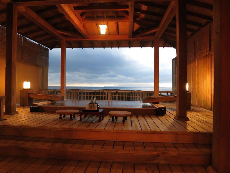 ガゼボでくつろぐ極上の時間!伊豆北川温泉「望水」で海に染まる