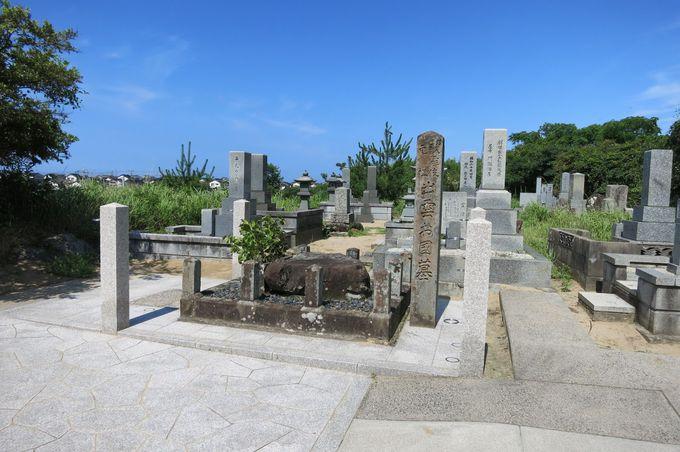 八雲立つ小高い丘の上にある出雲阿国の墓