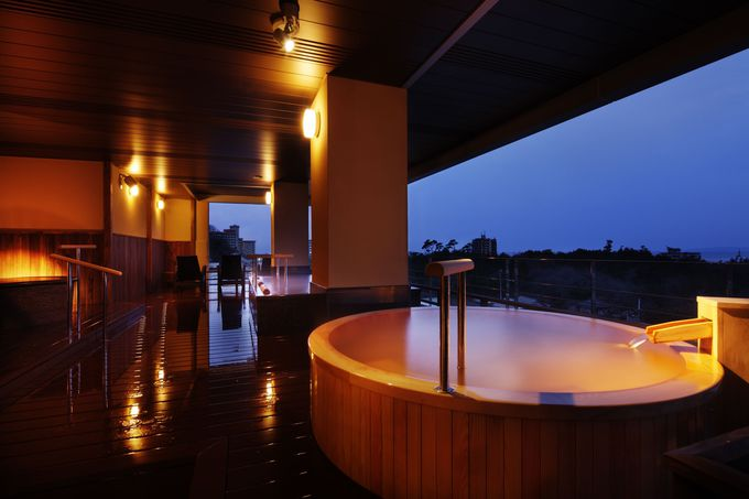 夕陽の郷を一望する展望風呂でのんびり、新潟・瀬波温泉「はぎのや」