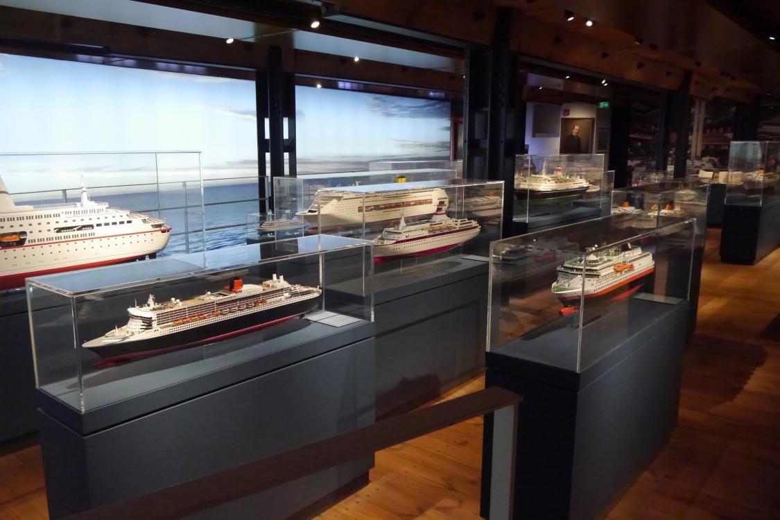 豪華客船にコンテナ船!巨大な船が一同に。