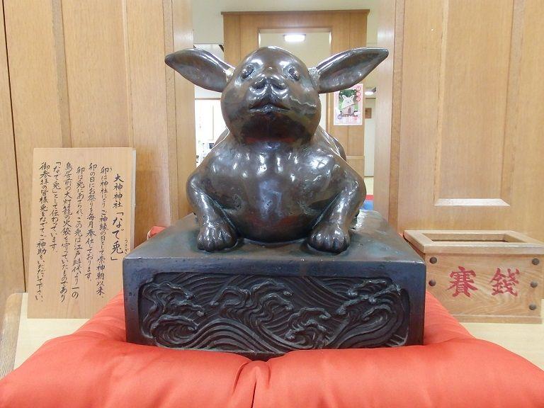 """可愛い""""なで兎""""も!奈良の強力パワ—スポット「大神神社」"""