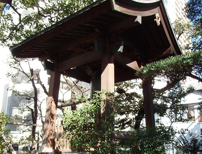 境内には平和の祈りの鐘