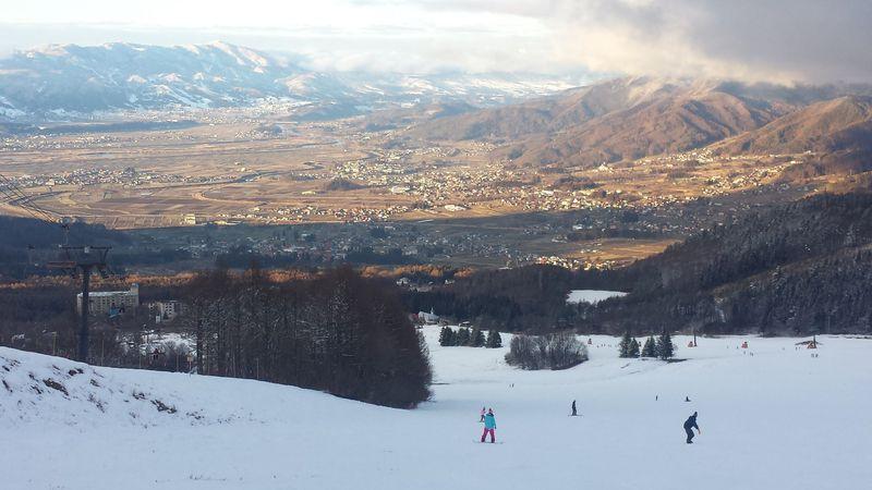 ワイドバーンで人混み知らず!?信州・木島平スキー場は家族の味方