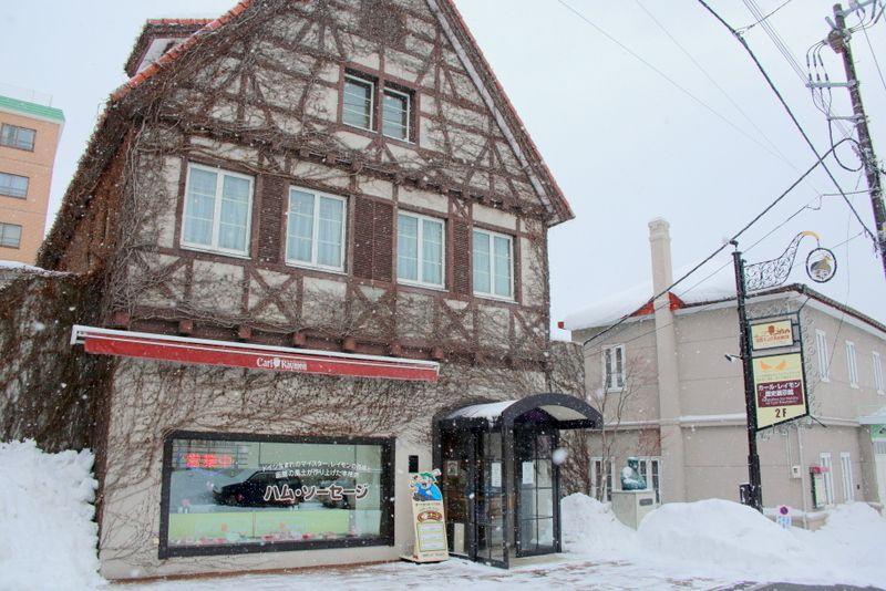 ドイツの伝統的建築スタイルでお客様をお出迎え