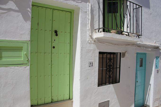 扉の色が住所に