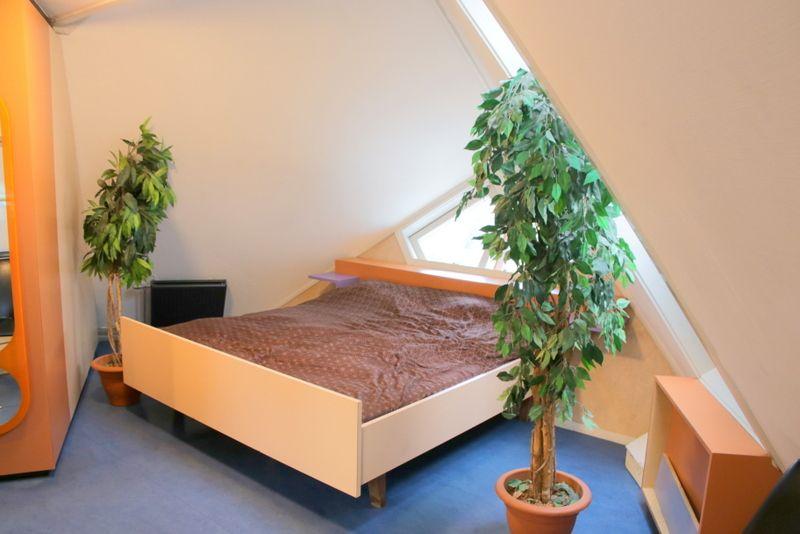 意外と快適そうな寝室