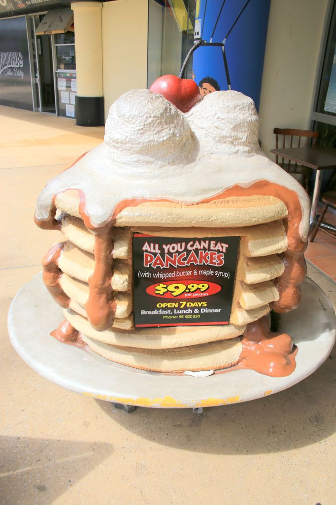 巨大パンケーキがお出迎え