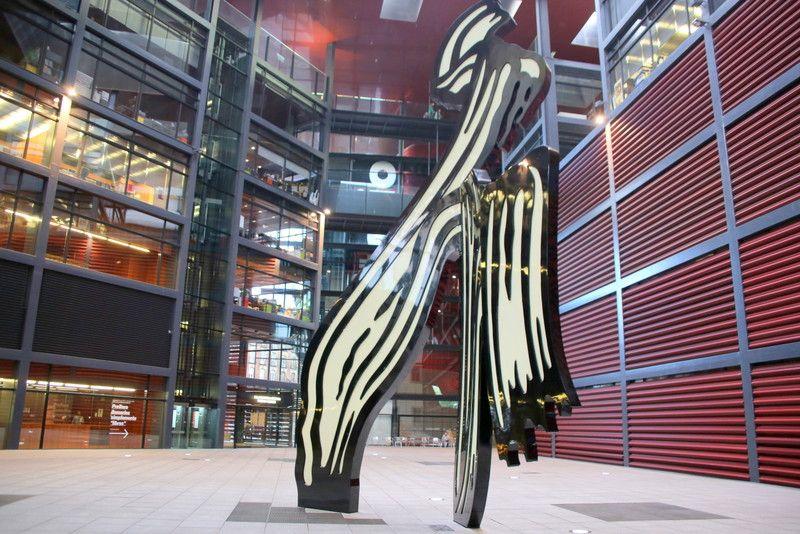 近現代美術作品が待ちかまえる「ソフィア王妃芸術センター」