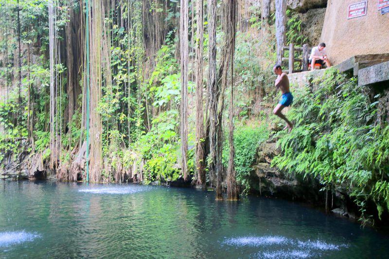 水深40mの地底湖へ飛び込もう!メキシコ「セノーテイキル」
