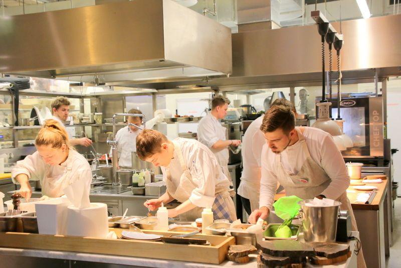 活発に動き回るスタッフがレストランの原動力