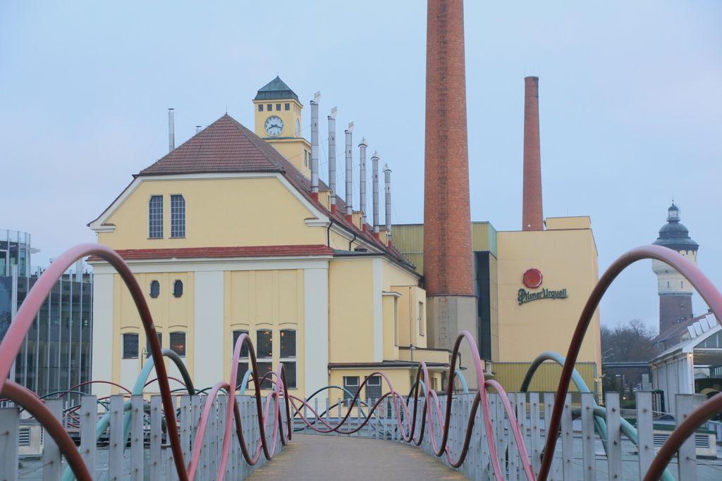 世界的有名なビール工場を見て、飲んで、楽しむ