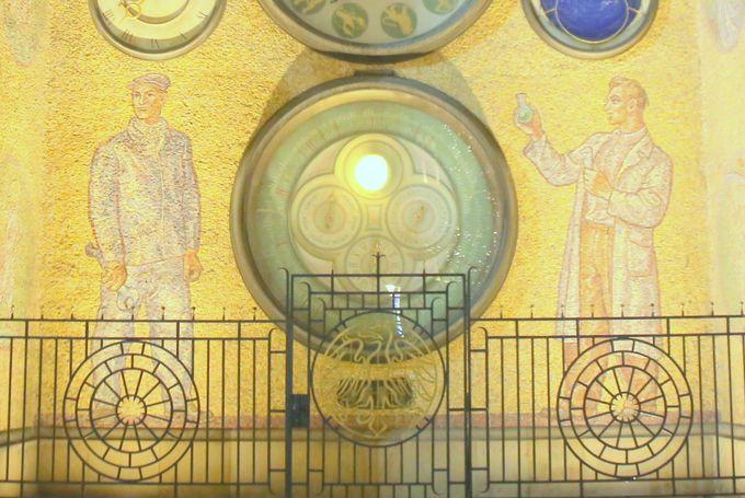 20世紀を象徴する天文時計。その理由は…?