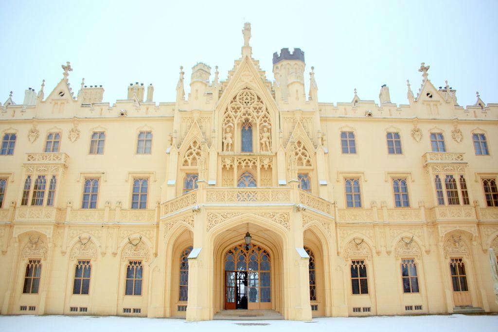 リヒテンシュタイン家の優雅な離宮にうっとり。チェコ「レドニツェ城」
