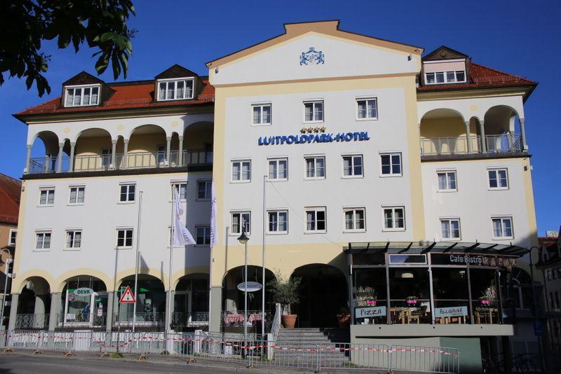 お城のようにどーんとした佇まいの4つ星ホテル