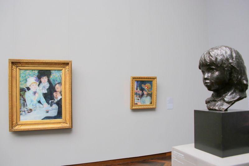 印象派、抽象派、表現派の作品が並ぶ2階