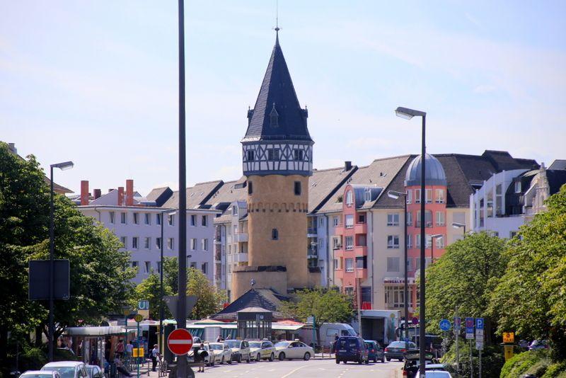 化石や中世の塔、おもしろ電車を鑑賞
