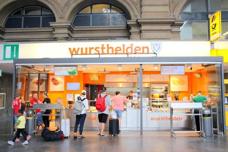 電車に乗らずとも食べに来たくなる名店