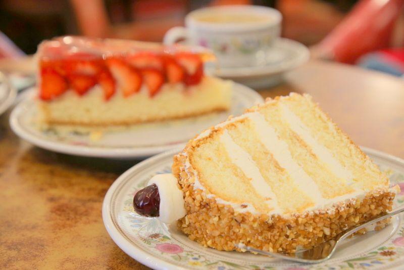 フランクフルトの老舗カフェで名物ケーキはいかが?「カフェ モーツァルト」
