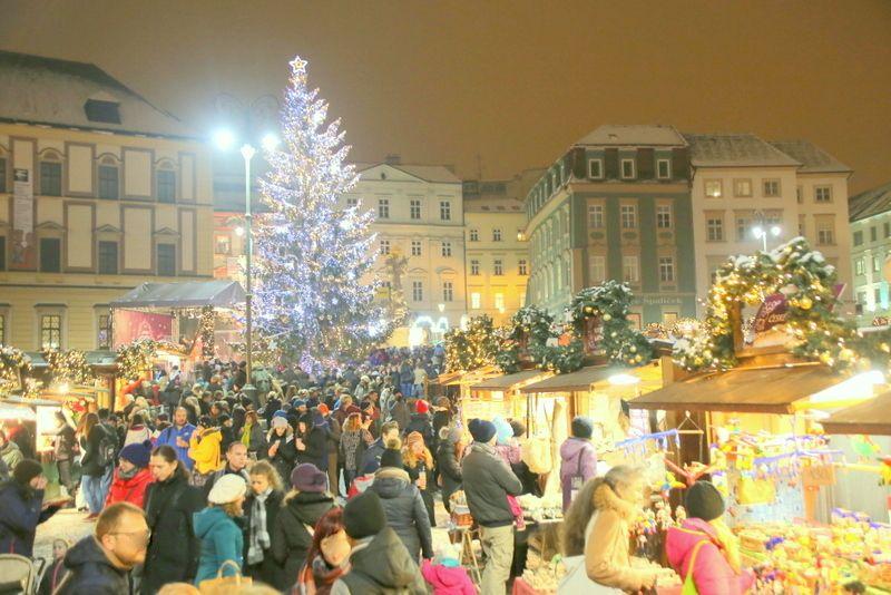 街中がクリスマス一色のブルノ