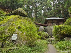 足利の神秘の景勝地・名草巨石群~清流に続く磐座の巨石めぐり|栃木県|トラベルjp<たびねす>